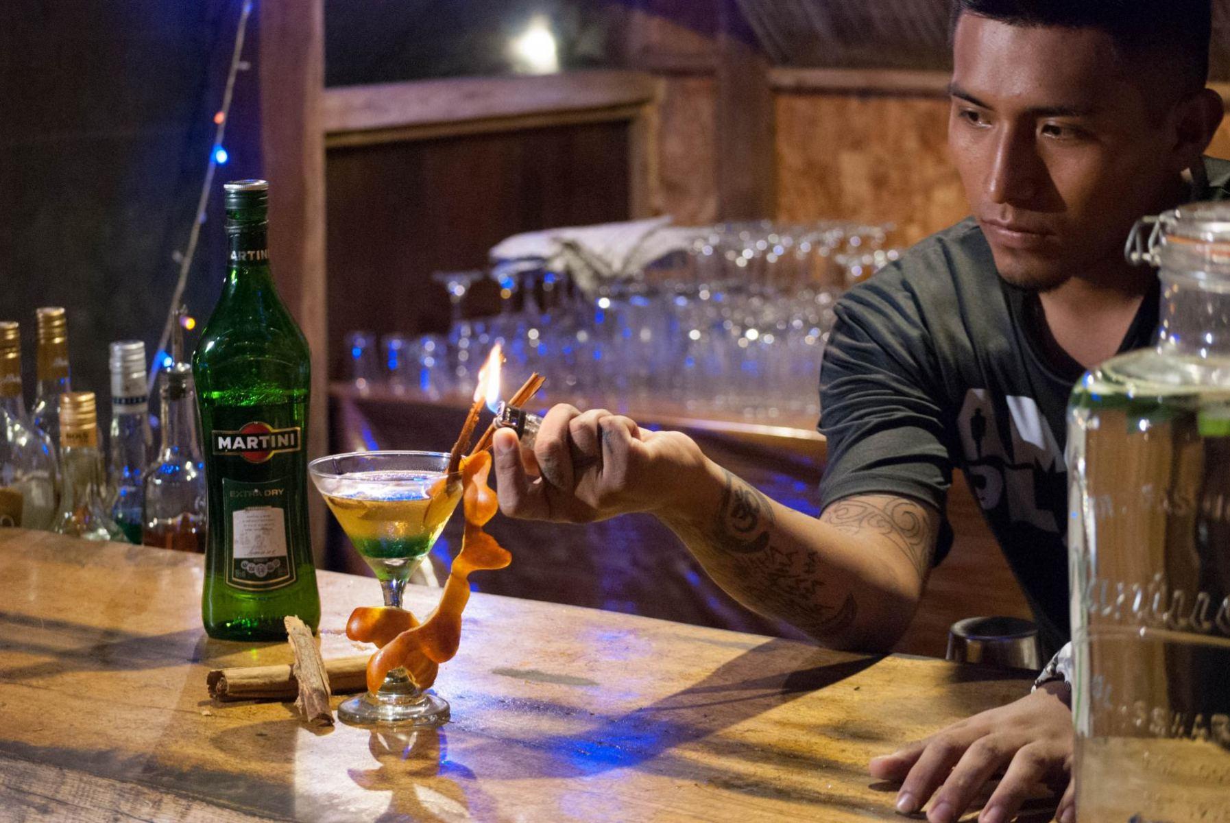 amazon-planet-dinner-room-bar-034