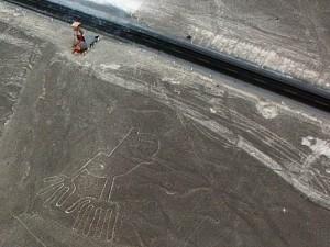 0710b_Nazca-lines-Hands
